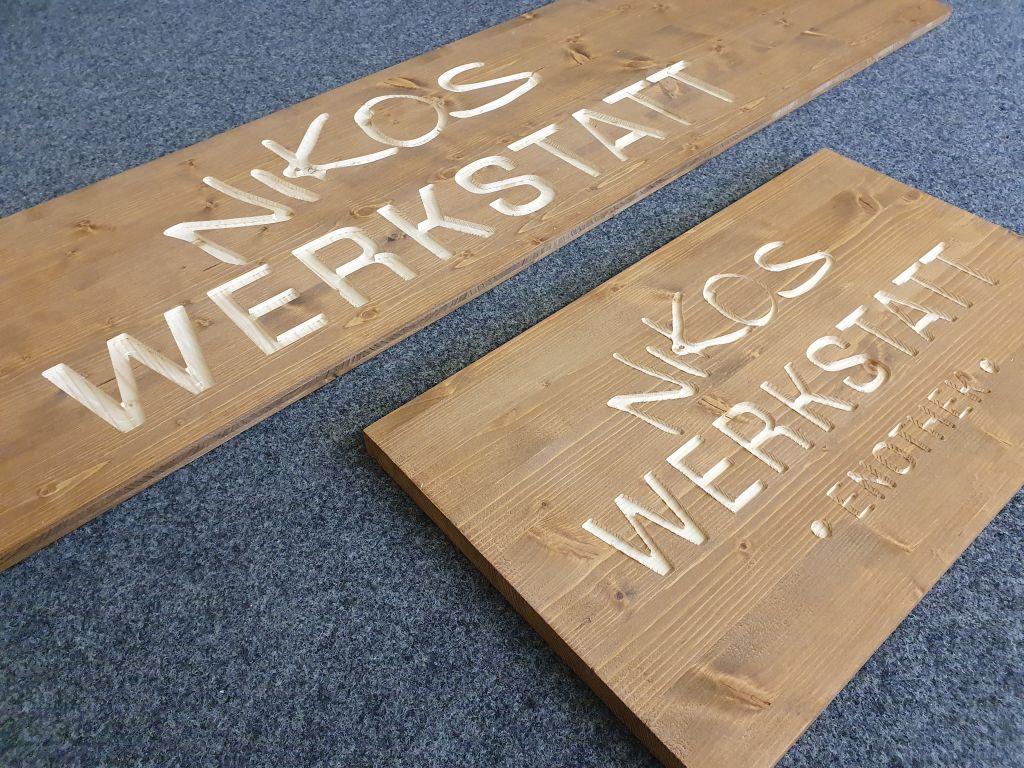 Holzschild_gefraest_Logo_Schrift_Ladengeschaeft_1