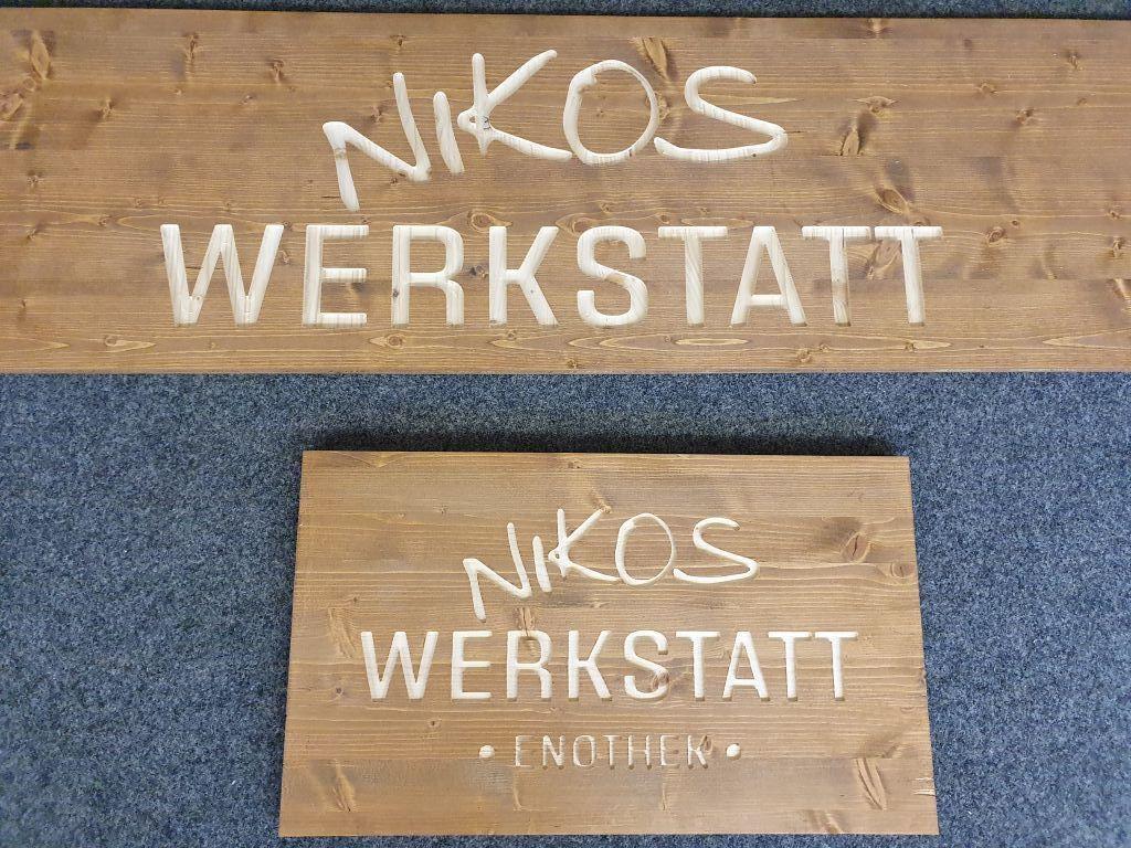 Holzschild_gefraest_Logo_Schrift_Ladengeschaeft_2