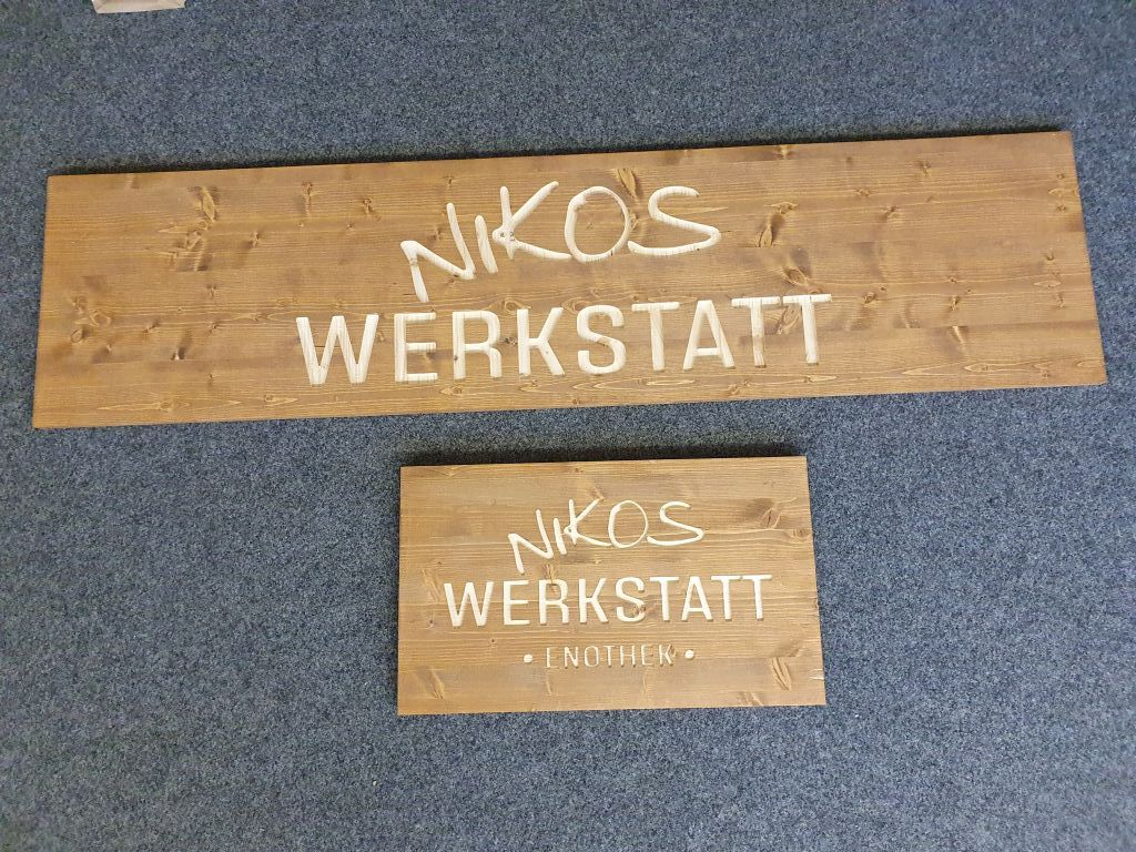 Holzschild_gefraest_Logo_Schrift_Ladengeschaeft_3