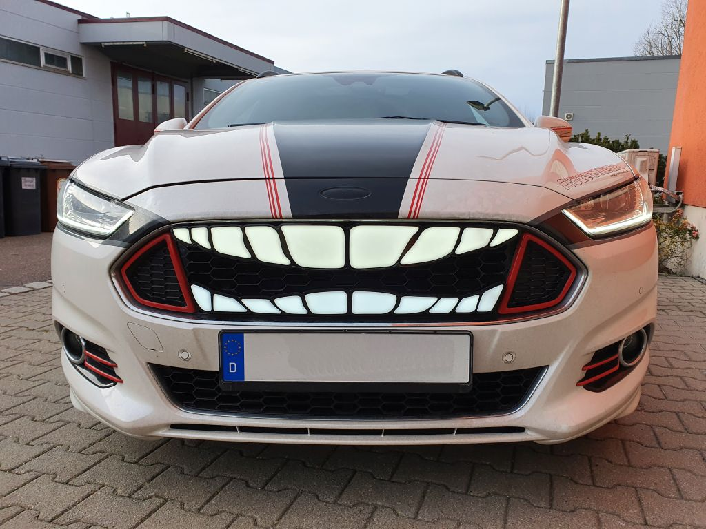PKW_Kuehlergrill_smile_grinsen_zaehne_teeth_Logo_Emblem_beleuchtbar_1